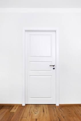 die wohnungst r oft stein des ansto es f r vermieter mieter und weg. Black Bedroom Furniture Sets. Home Design Ideas